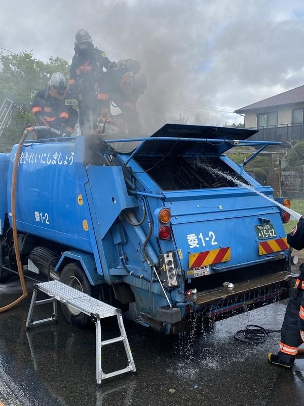 ごみ収集車両火災事故の様子